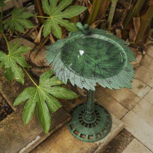 XBrand Green Painted Leaf Design Birdbath (BB3349GN)