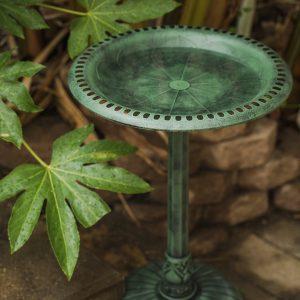 XBrand Green Painted Flower Design Birdbath (BB3363GN)